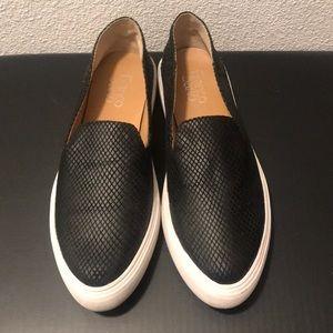 Closed-toed fashion loafers